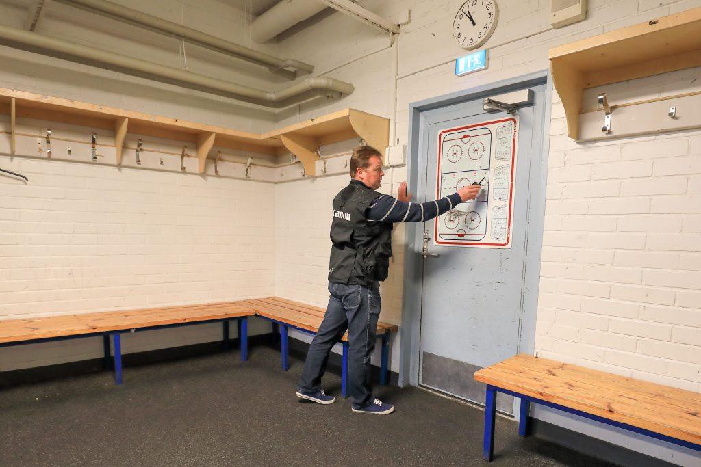 Jukka antoi neuvoja kuten Jääkiekko valmentaja omalle joukkueelleen. Tuli tosi hyviä vinkkejä!