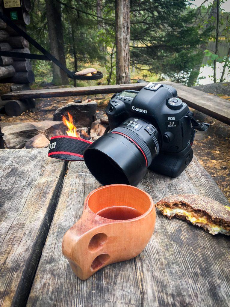 Mikä olisikaan parempi paikka testata uutta kameraa kuin lähteä vaeltamaan huikeisiin maisemiin.